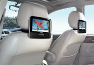 Dual TFT LCD screens for great movie enjoyment