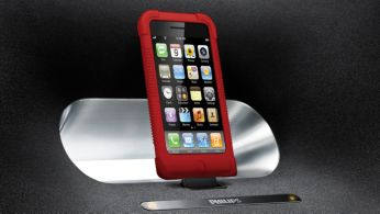 Conectaţi orice iPod/iPhone, chiar şi în carcasă