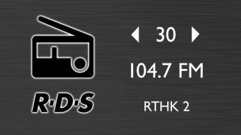 Radio FM cu 30 de presetări pt. mai multe opţiuni muzicale