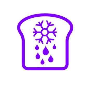 ละลายน้ำแข็งและปิ้งขนมปังที่เพิ่งออกมาจากช่องแช่แข็ง