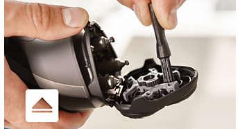 Откройте с помощью кнопки, затем используйте щеточку для очистки