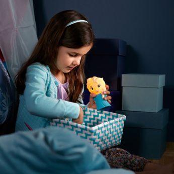 Provází dítě během noci