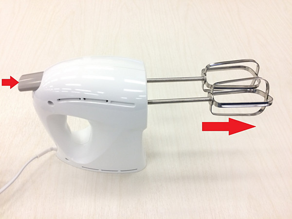 Removing the beaters or dough hooks from the Philips mixer