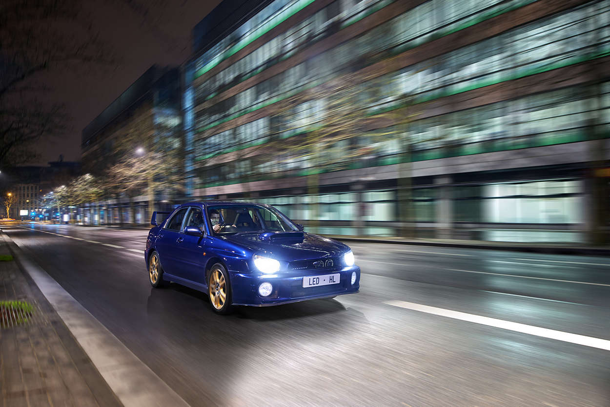 X-tremeUltinon LED car headlight bulb 9006XUX2 | Philips