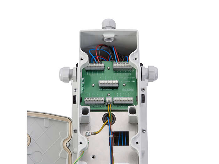 IP66 driver box output to floodlight's electrical connection box, with push-in terminals for wires up to 2.5 mm²