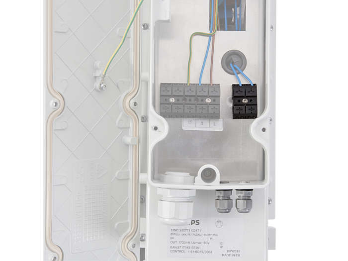 The system-enabled version of driver boxes are equipped with connectors enabling DALI interface, with push-in terminals suitable for wires up to 2.5 mm². Cable entry via 2x M12 cable glands (in/out).