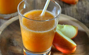 Apple carrot ginger smoothie