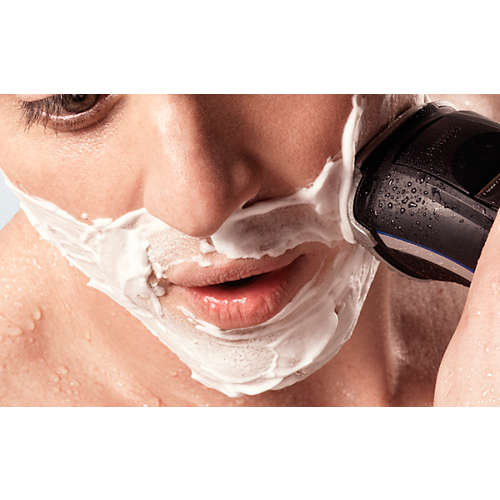 AquaTouch wet & dry electric shaver with pop-up trimmer