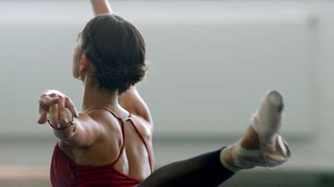 LED ışık terapisi ile dansçıların rahatlamasına yardımcı olma