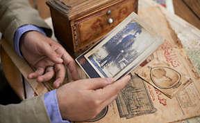 Sunay Akin visits the past