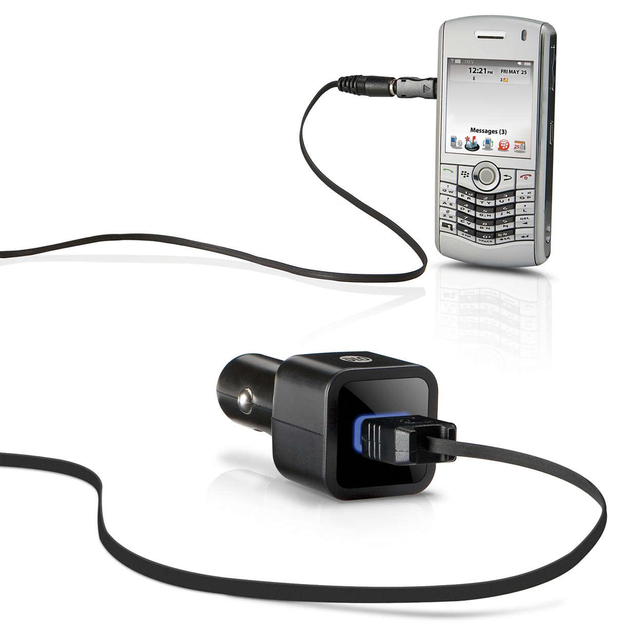 Ladda mobiltelefonen i bilen