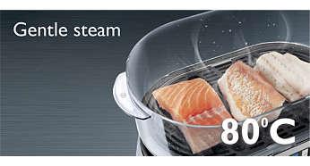 La cottura a vapore delicata conserva la soffice consistenza del pesce