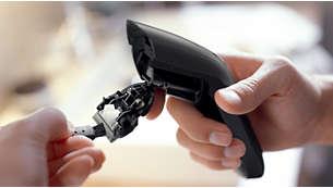 Einfach zu öffnender Schneidekopf vereinfacht die Reinigung mit der mitgelieferten Bürste