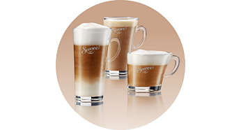 Cafés deliciosos preparados com leite vaporizado na hora