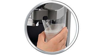 Mleczne napoje za dotknięciem przycisku dzięki zintegrowanemu pojemnikowi na mleko