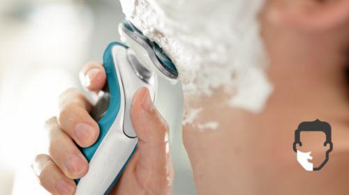 AquaTec consente una rasatura confortevole, a secco, o rinfrescante, sulla pelle bagnata