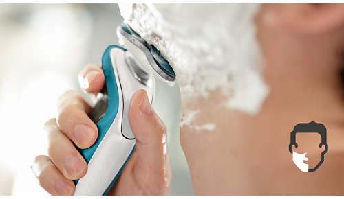 Sistema Aquatec per una rasatura precisa, a secco o sulla pelle bagnata