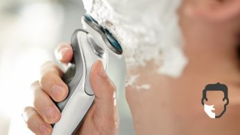Kényelmes száraz vagy frissítő nedves borotválkozás az Aquatec segítségével