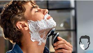 A tecnologia AquaTec proporciona um barbear a seco confortável ou um barbear húmido refrescante