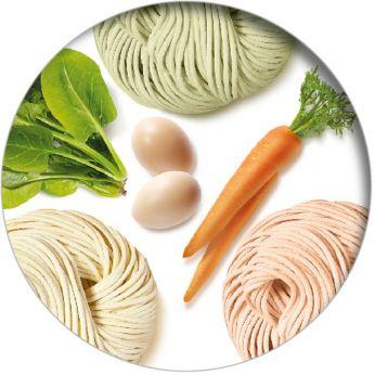 Tilsette forskjellige ingredienser for å tilpasse smaken
