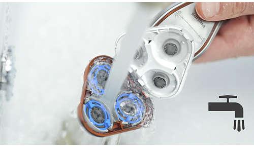 La afeitadora se puede enjuagar bajo el grifo