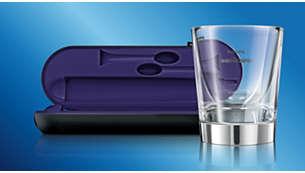 2つの充電方法:充電グラスとトラベルケース