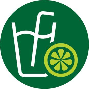 Приготовление сока из любимых плодов, в том числе бананов и манго