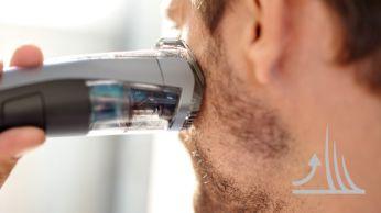 Nadzvedává anavádí vousy pro snadné rovnoměrné zastřihování