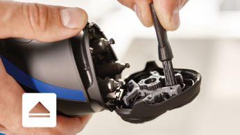 Appuyez sur le bouton pour ouvrir, puis utilisez la brossette pour le nettoyage