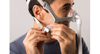 Click-fit headgear clips with adjustable tabs