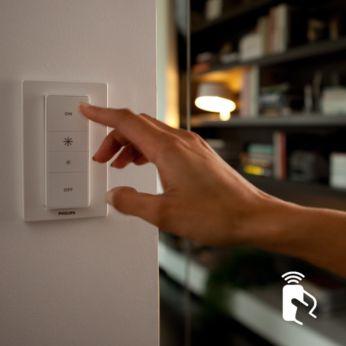 """Valdykite naudodami """"Philips Hue"""" belaidį šviesos intensyvumo reguliatorių"""