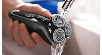 Le rasoir peut être nettoyé sous le robinet.