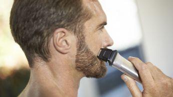 Прецизионная бритва улучшает края щёк, подбородка и шеи