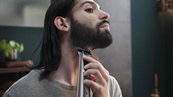 El recortador metálico corta con precisión la barba, el cabello y los vellos corporales