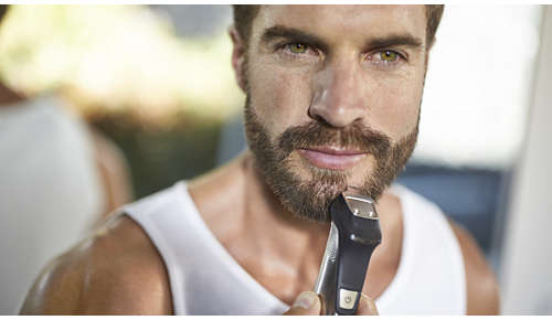 Il rifinitore di precisione in metallo definisce i contorni della barba o del pizzetto