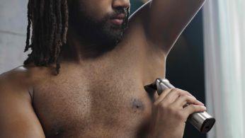 La afeitadora corporal afeita cómodamente los vellos de tu cuerpo