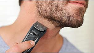 El recortador metálico recorta la barba y el cabello