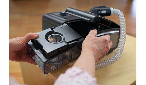Säiliön kannen ja pohjan voi irrottaa puhdistusta varten