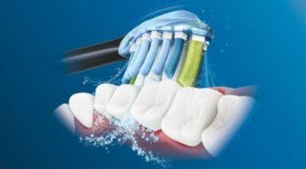 Dynamiczny sposób czyszczenia kieruje płyn między zęby