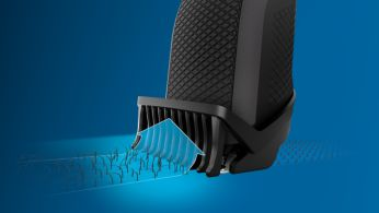 Гребенът Lift & Trim насочва космите към ножчетата за равномерно подстригване