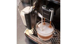 """Šilkinė, tolygi pieno puta, pagaminta naudojant didelio greičio """"LatteGo"""" sistemą"""