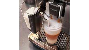 Schiuma di latte liscia come la seta grazie al sistema LatteGo a velocità elevata