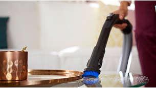 V ročaj je vgrajena mehka krtača, ki je vedno pripravljena na uporabo