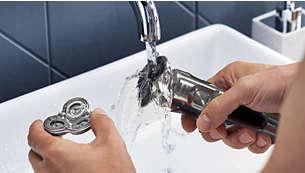 Il vous suffit d'ouvrir la tête de rasage et de la rincer pour la nettoyer