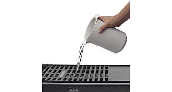 Ο δίσκος νερού εμποδίζει το κάψιμο των υλικών και του λίπους