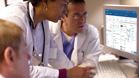 IntelliSpace Precision Medicine Oncology Flujos de trabajo clínicos que agilizan la colaboración.