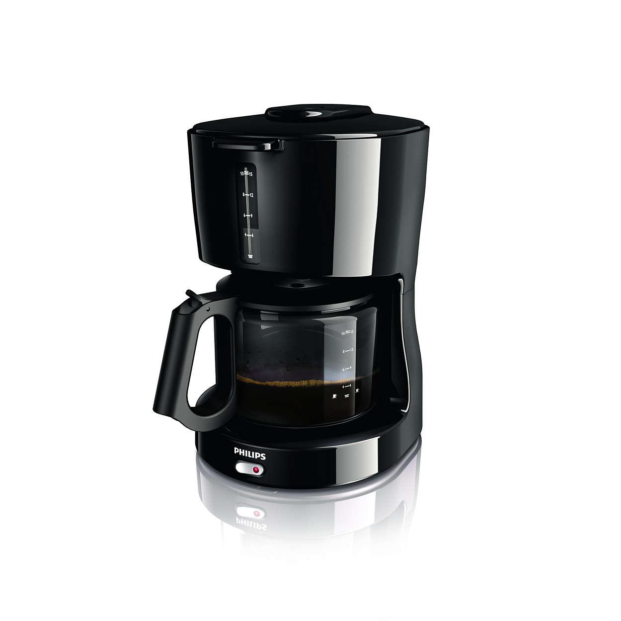 Eine Tasse heißen Kaffees, ganz einfach zubereitet