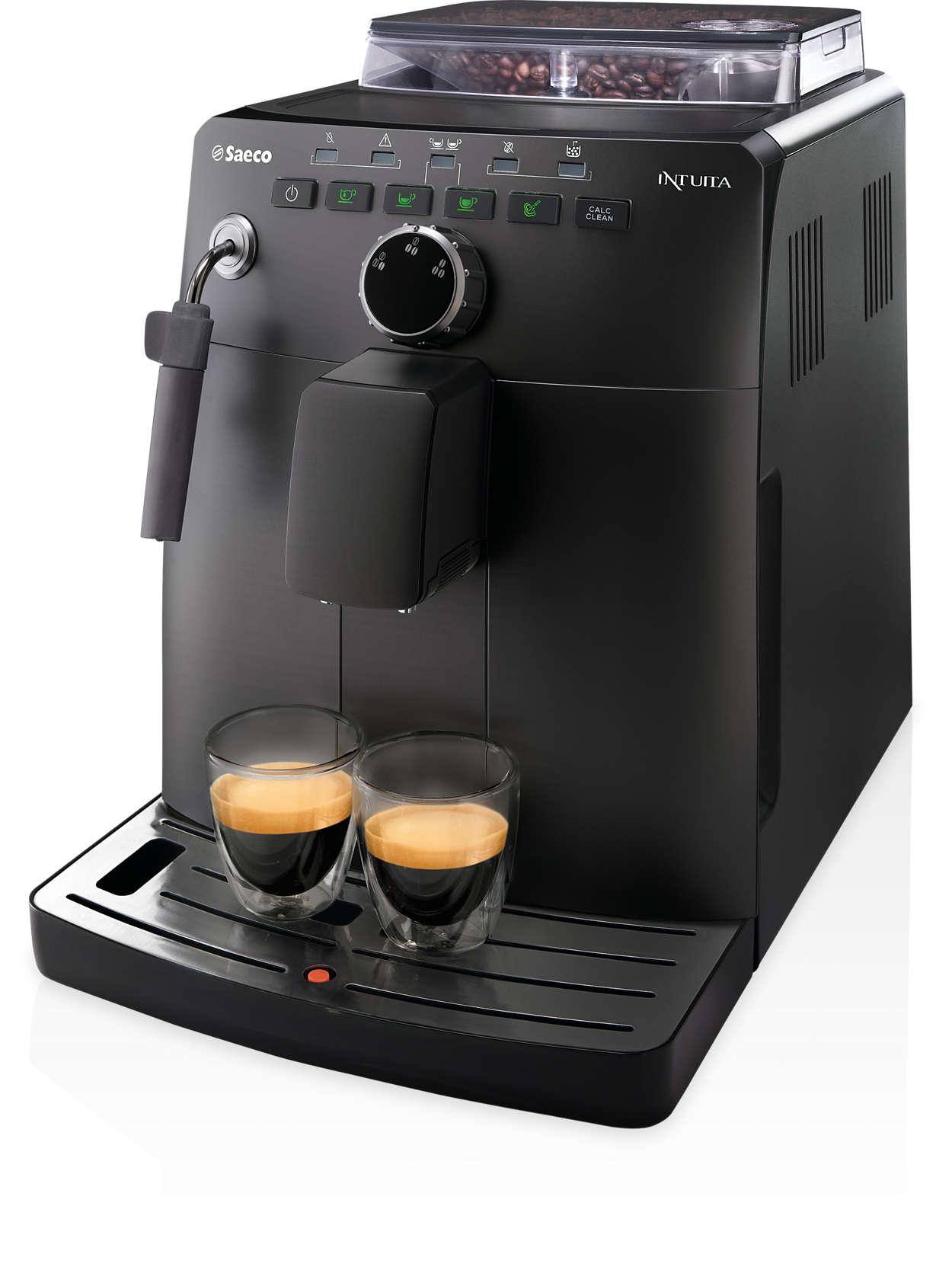 El espresso con granos de café recién molidos