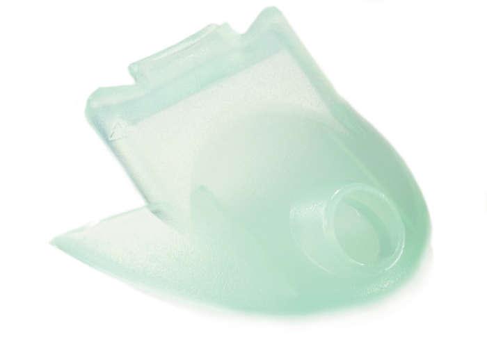 Canaliza el zumo desde la licuadora al vaso o la jarra