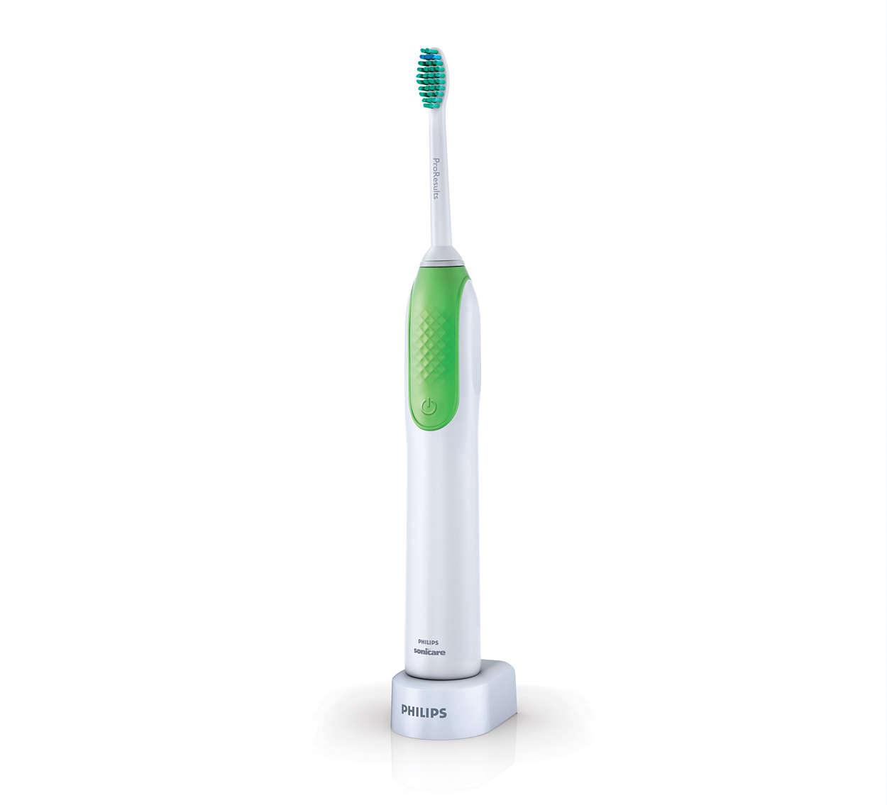 Poistaa enemmän plakkia kuin tavallinen hammasharja